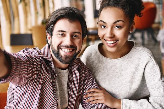 人々は、幸せな同僚に対してではなく、他の人と協力した結果としてより多くのことを達成します