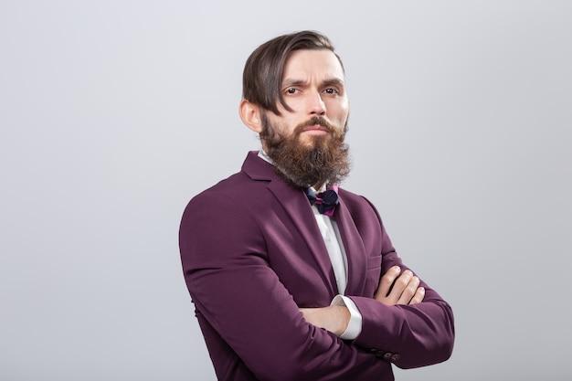 人々、ファッション、スタイルのコンセプト-灰色の若いスタイリッシュな男性のヒップスターのクローズアップの肖像画