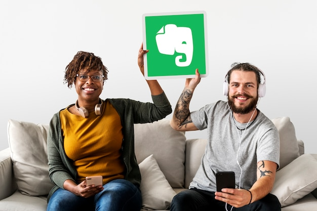People holding an evernote icon