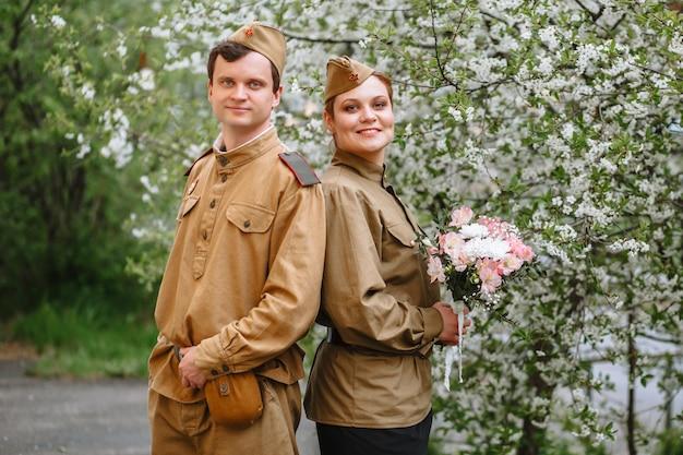 ソビエト軍服の人々