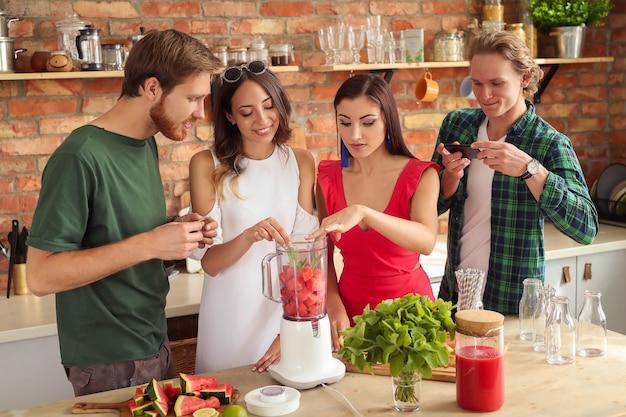 Persone in cucina