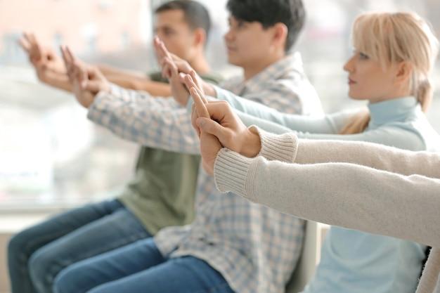 Люди, обучающиеся выполнению слр на курсах обучения оказанию первой помощи