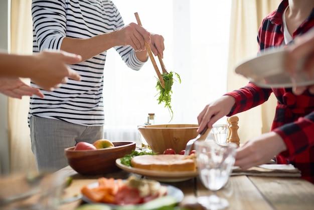 People making dinner together