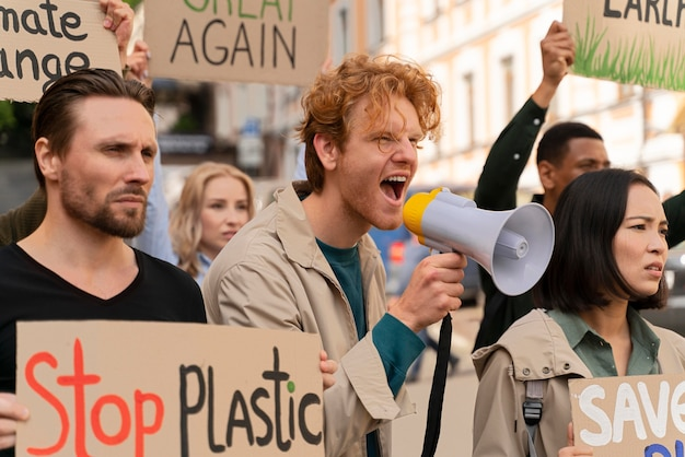 지구 온난화 시위에 행진하는 사람들