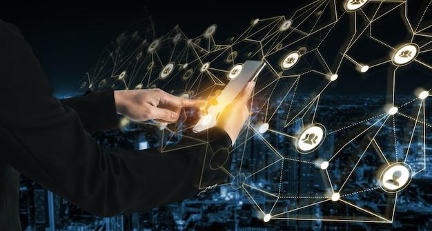 Сеть людей и концепция глобальной творческой коммуникации.