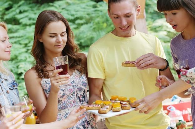 Persone al picnic