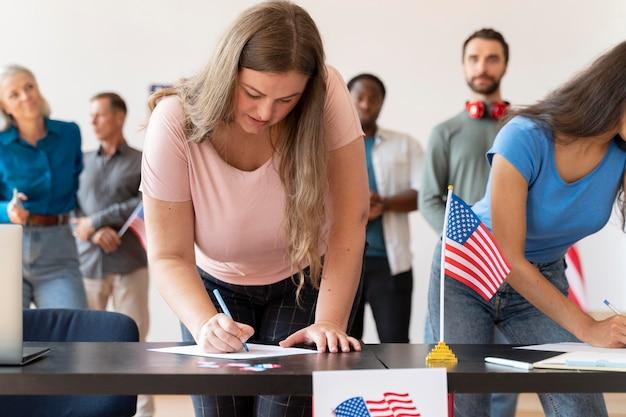 미국에서 유권자 등록을 하는 사람들