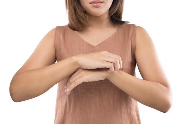 Люди царапают зуд рукой, запястьем, зудом, концепцией с здравоохранением и медициной.