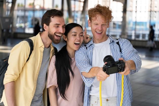 코로나 걱정 없이 여행하는 사람들