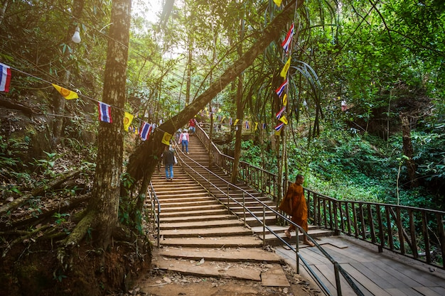 People traveling to worship the stone with the footprint of lord buddha