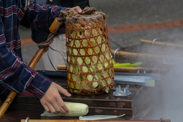 台湾宜蘭県鳩之沢温泉で地熱温泉を利用してゆで卵