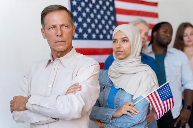 미국에서 투표 등록을 기다리는 사람들