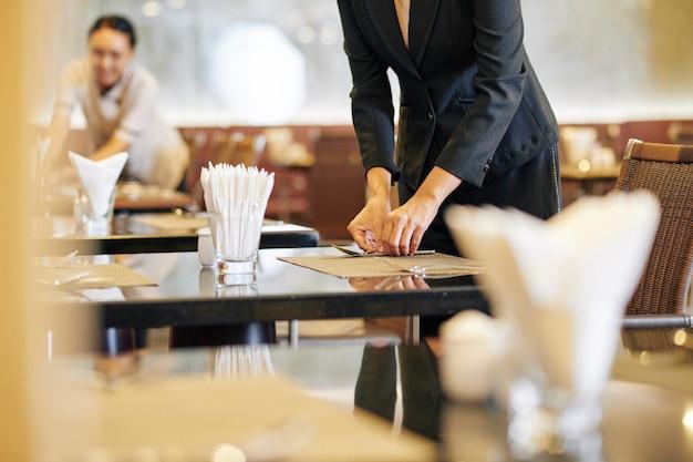 Люди, работающие в ресторане