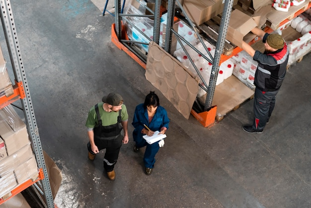 People working together in an warehouse
