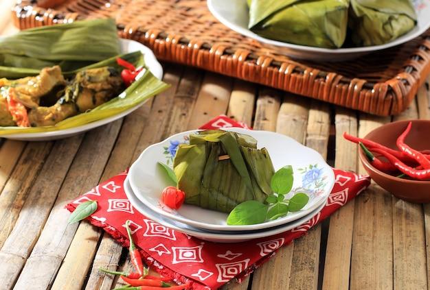 Пепес аям (pais hayam) - индонезийский тушеный цыпленок с карри по традиционному рецепту