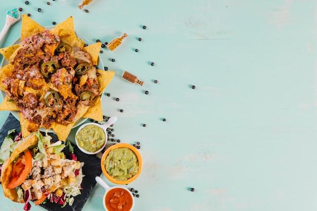Перец возле мексиканской кухни