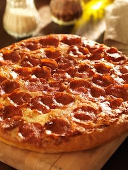 レストランでのペパロニのピザ