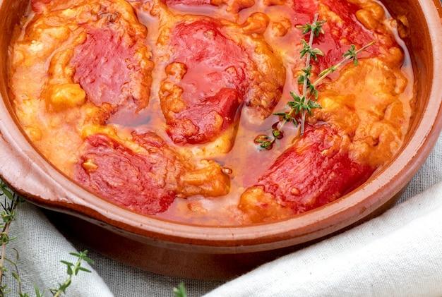 Перец (дель пикильо), фаршированный мясом или рыбой