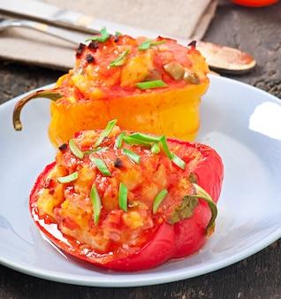 Перец, фаршированный картофелем и чоризо