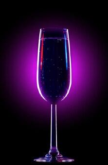 シャンパンにぴったりのエレガントなガラス