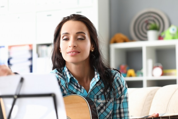 Идеальная девушка в студии