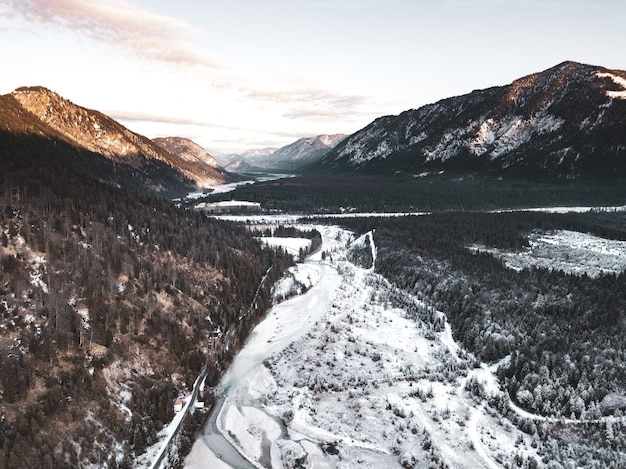 寒い時期の森と山の絶景