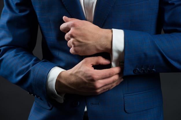 디테일까지 완벽 입기 포멀 정장 셔츠와 커프스 포멀 스타일 입기 패션