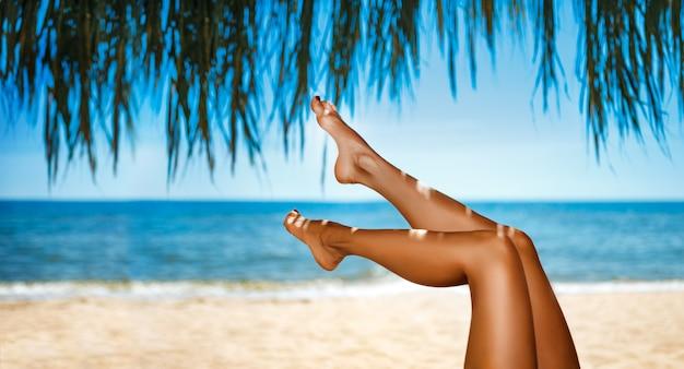 Идеальные женские ножки светло-голубой воды