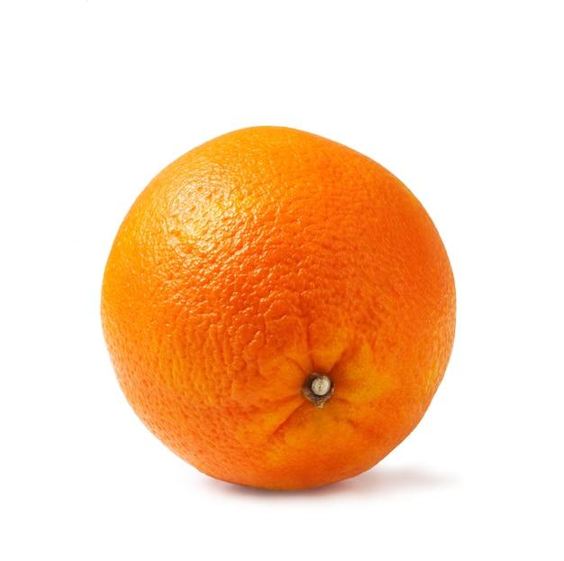 白地に完璧に新鮮なオレンジ