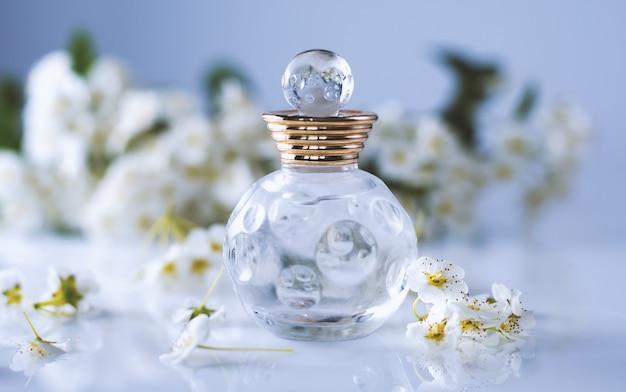 香水と白い花