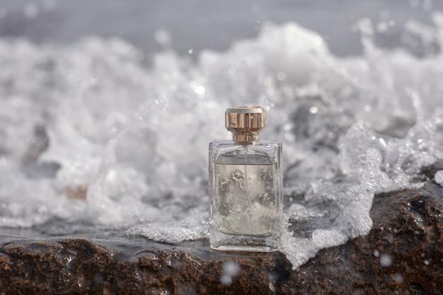 海の波の香水瓶