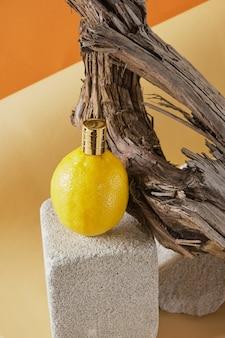 레몬 향 컨셉의 향수, 콘크리트 연단에 향수를 뿌린 레몬