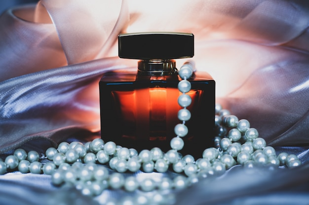 Perfume with pearls