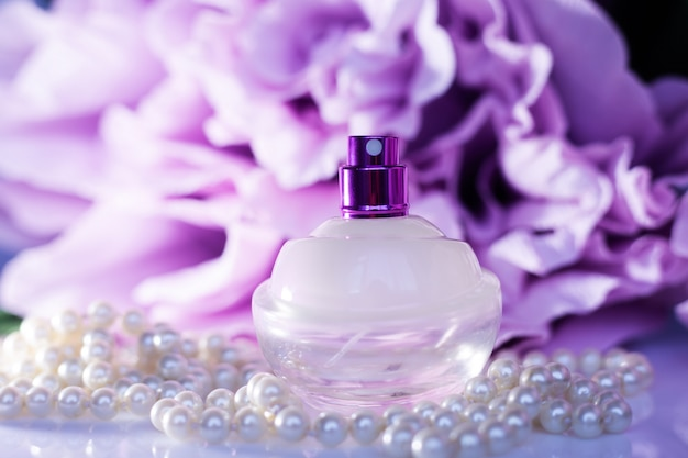 Perfume with white pearls
