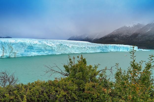アルゼンチン、パタゴニア、エルカラファテ近くのペリトモレノ氷河国立公園。それは私たちの惑星の最も素晴らしい場所の1つです。