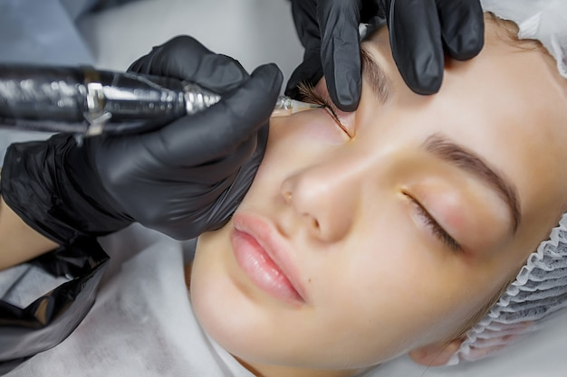 Permanent make up eyeliner procedure