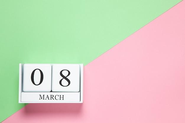 2色の背景に3月8日の日付の永久カレンダー