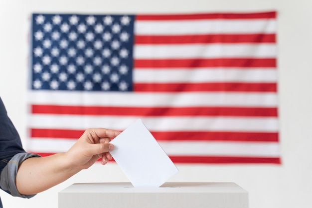 Person placing its vote in a box