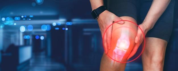 膝の痛みに苦しんでいる人人間の足のデジタル骨のトレーニングによって引き起こされた怪我