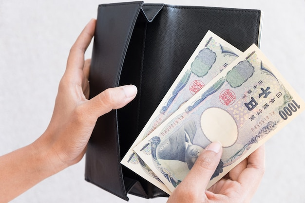 Person take japan money out from wallet,