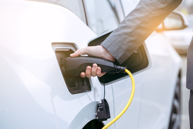 Перевозка человека эко-автомобилем по современным технологиям