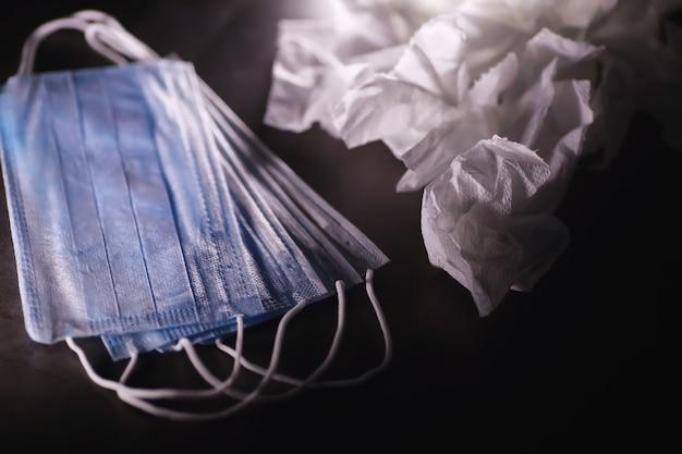 個人用保護具。使い捨て医療用マスク。呼吸保護のためのガーゼ包帯。医療用アクセサリー。