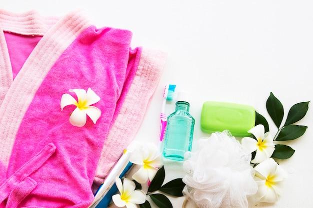 お風呂でのライフスタイル女性の個人的な使用 Premium写真