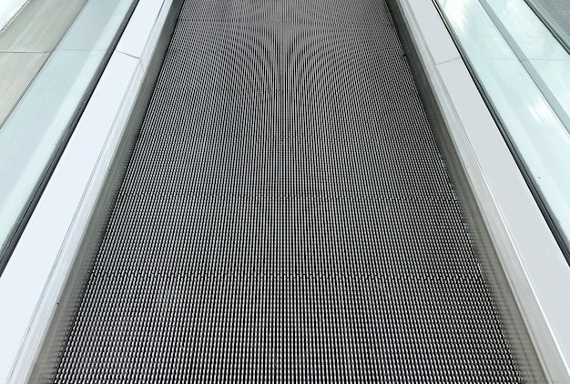 Perspective view of escalator pathway floor