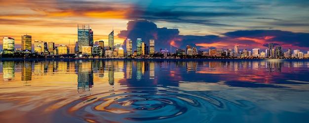 Городской пейзаж перта и отражение в реке