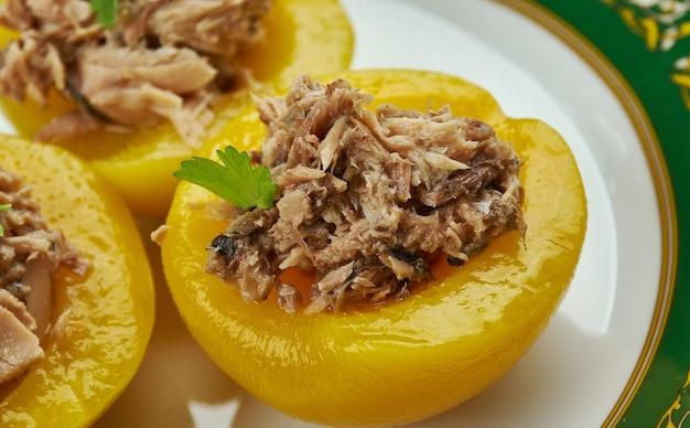 Perziken met tonijn, peaches stuffed with tuna