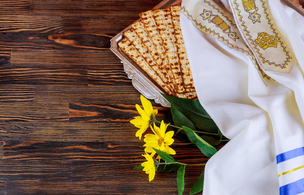 Pesach passover symbols of great jewish holiday. traditional matzoh, matzah or matzo