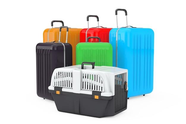 Коробка для переноски пластиковой клетки для домашних животных возле больших разноцветных чемоданов из поликарбоната на белом фоне. 3d рендеринг