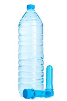 プラスチック製の水のボトルと分離されたpetプリフォーム