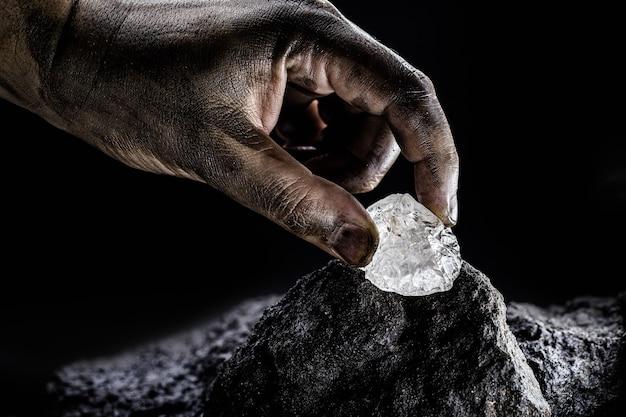 Петалит, петалит или касторит - важный минерал для получения лития, аккумуляторной промышленности, источника лития.
